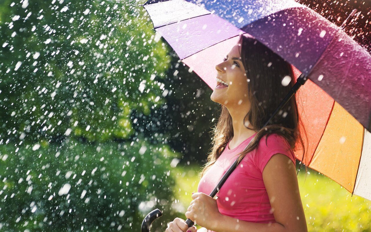 Smile-joy-girl-umbrella-rain-summer_1920x1200