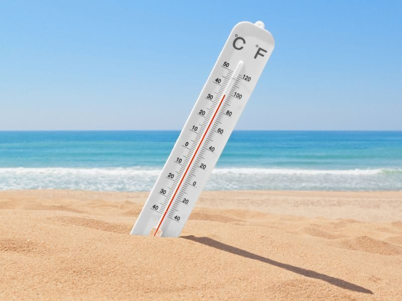 Thermometer-on-Beach-800x600